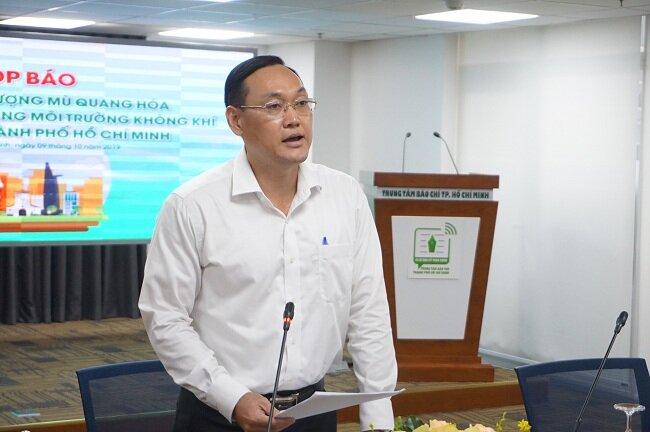 Ông Cao Tung Sơn, đại diện Sở Tài nguyên Môi trường TP.HCM, công bố thông tin về ô nhiễm không khí tại TP.HCM trong thời gian qua. Ảnh: Hà Thế An.