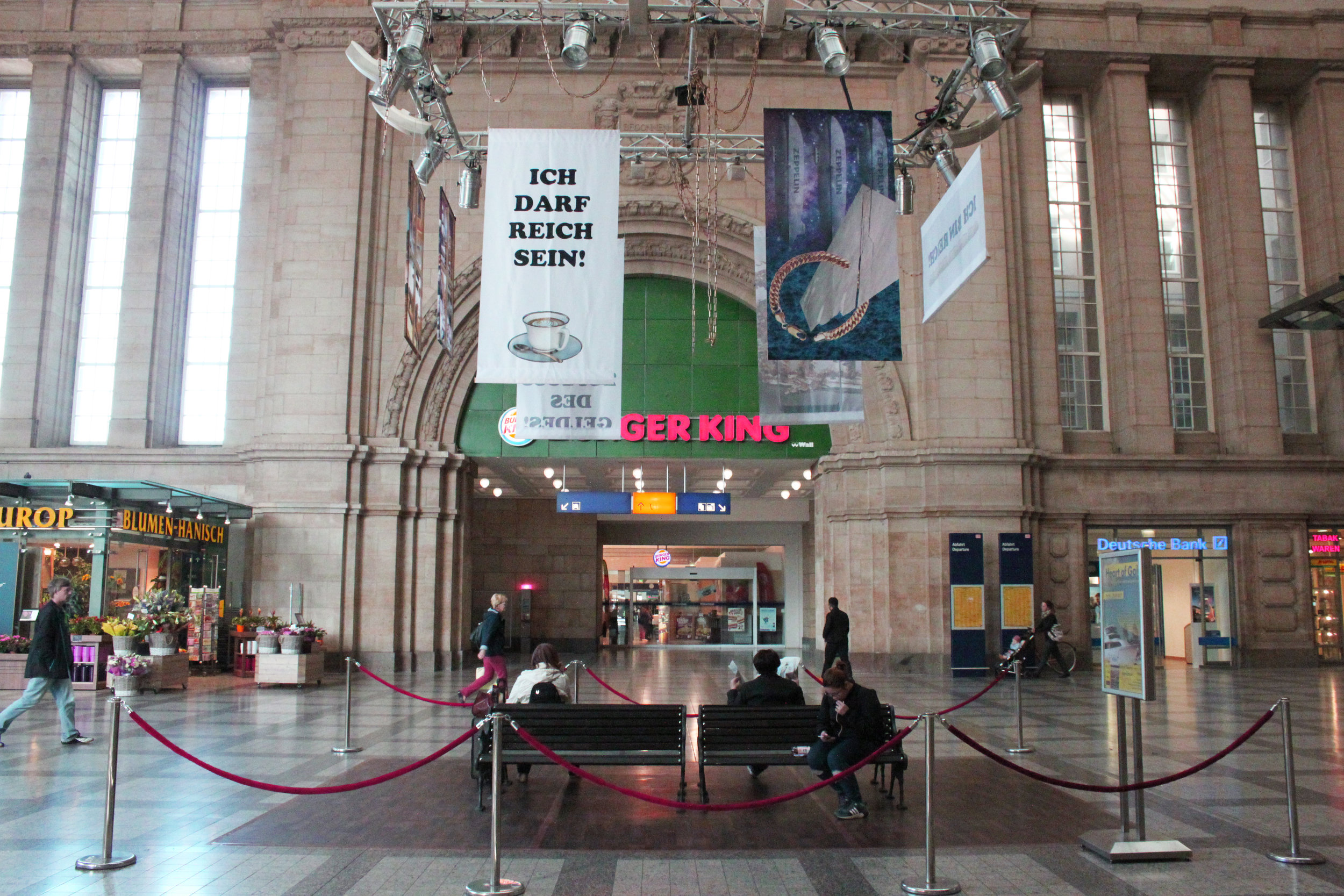 Heart of gold  took place in Leipzig in September 2017. The  Event consisted billboards, a waiting area in the east hall (Osthalle)  of the Leipzig main station and a bus tour with a performative character  led from the main station to the poster stations.