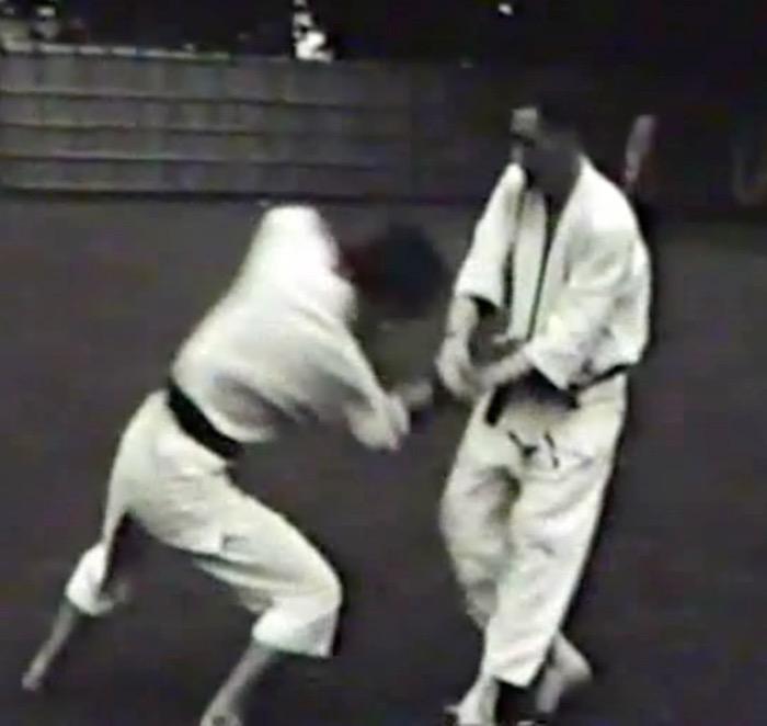 Mr. Mumpower applies kote-gaeshi against Mr. Ohba (1960)