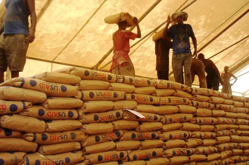 Kenya_food_aid_(6860085138).jpg