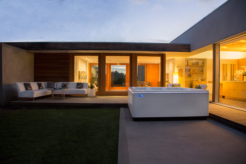 STIL-modern-hot-tub-evening.jpg