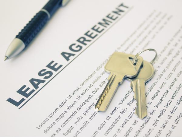 franchise-agreement-signing.jpg
