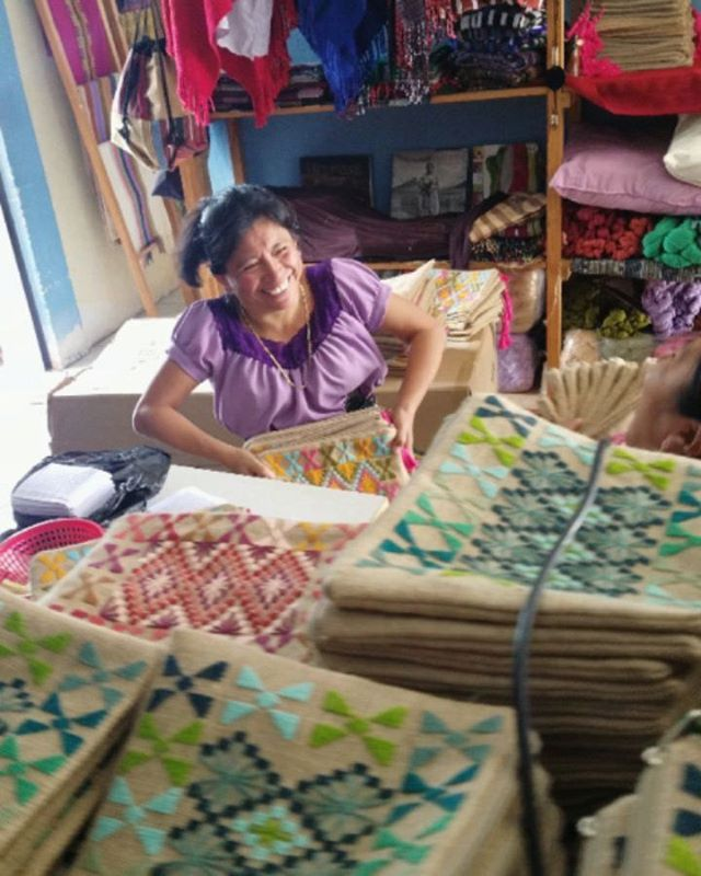 That makes 1500 clutches and 150 shawls which provided work to 53 ladies in our province! 🙋🏽‍♀️🙋🏾‍♀️🙋🏽‍♀️🙋🏻‍♀️🙋🏽‍♀️ THANK YOU @doterra via @the.ko.op for working with us, providing us work, supporting ecofashion and our traditional artisanal work here in Guatemala! #ecofashion #fashrev #fashionrevolution