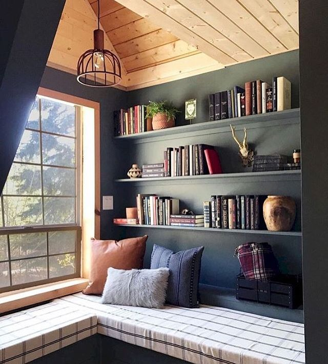So cozy. Love this wood ceiling and walls. 😍