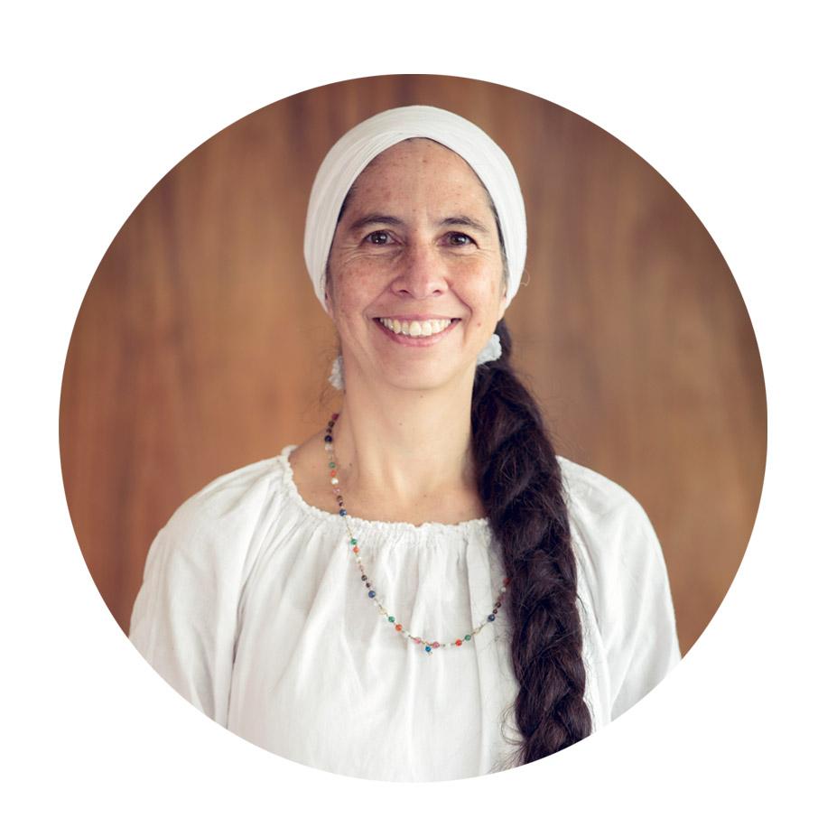 """Sat Prakash Kaur  Co – creadora y fundadora de Siri Prem. Psicóloga educativa y con especialización superior en Gerencia Social. Profesora de Kundalini Yoga, especializada en yoga para mujeres. Forma parte del equipo de la Fundación Mujer de Luz Ecuador.   Frase Favorita:   """"  Tómate un minuto al día para ser tú mismo, para respirar una respiración por minuto, para amarte a ti mismo, para sentir que eres divino. En ese minuto siente paz dentro de ti, siente paz con todas las personas.""""     - Yogi Bhajan -"""
