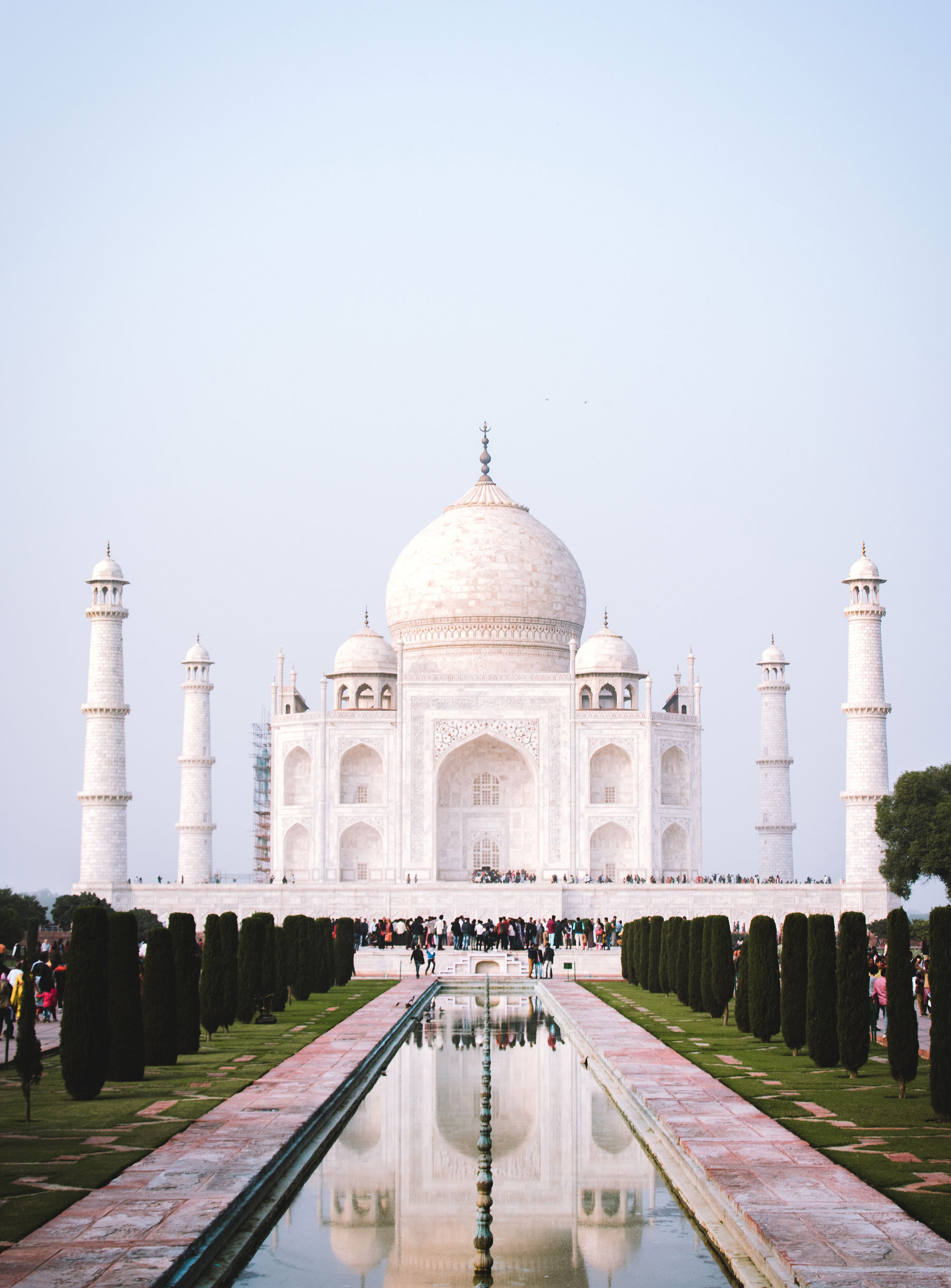 Agra__ - La ciudad donde está situado el Taj Mahal, conocido en la actualidad como el monumento al amor más imponente y hermoso del planeta, el cual combina elementos de la arquitectura islámica, persa, india e incluso turca.Además de visitar el Taj Mahal, conoceremos también el Fuerte de Agra.Más Información: Descargar Catálogo