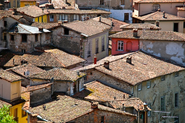 Roofs of Barga photo.jpg