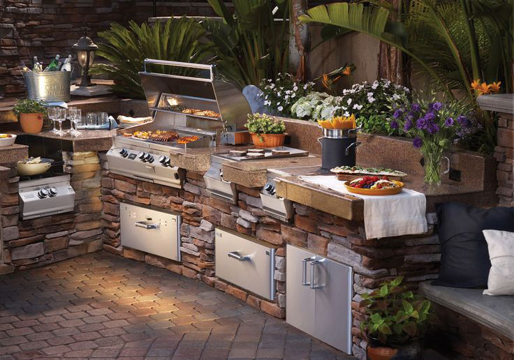 outdoorkitchen.jpg