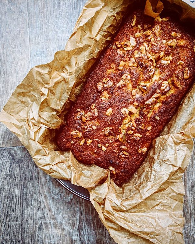 Baking banana bread to break in my new kitchen. I would wear the scent of it baking as a perfume if I could. Business venture, anyone? I'm also baking this because I have climate change and food waste on my mind. In this bread I used up the brown bananas in my fruit bowl, the dregs of a packet of walnuts and the end of a pack of butter. All could have been chucked, but instead were made into cake, which is of course the preferred outcome 🍰. I like to think I'm pretty good at near zero-waste cooking and have shared my seven tips to reduce food waste on my journal (link to read in bio). I'm feeling pretty restless about the whole climate change situ, so please share your tips for helping to prevent. Let's opt for hope rather than helplessness. ✊