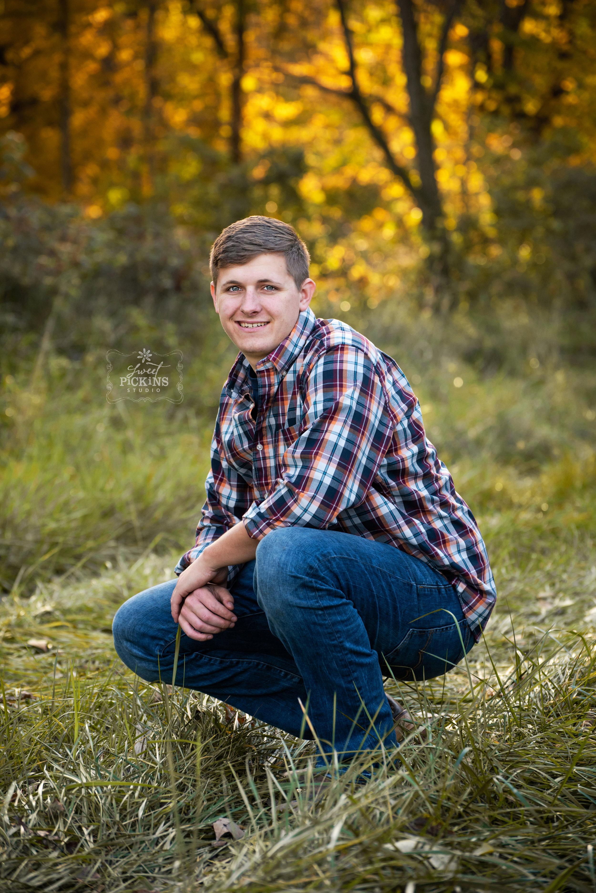 Senior Portrait Photography | Outdoor Fall Senior Posing