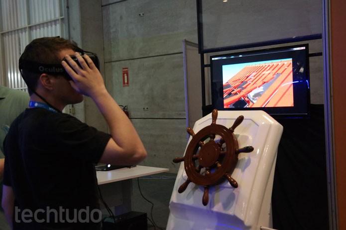 """3D Play simula um barco, é possível """"pilotar"""" com a ajuda de óculos especial na CPBR8 (Foto: Melissa Cruz / TechTudo)"""