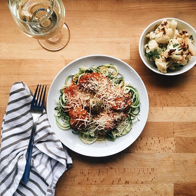 Sunday night dinner brought to you by @inagarten and her amazing #spicyturkeymeatballs served over #zoodles and #roastedcauliflower with garlic and pine nuts + 🍷