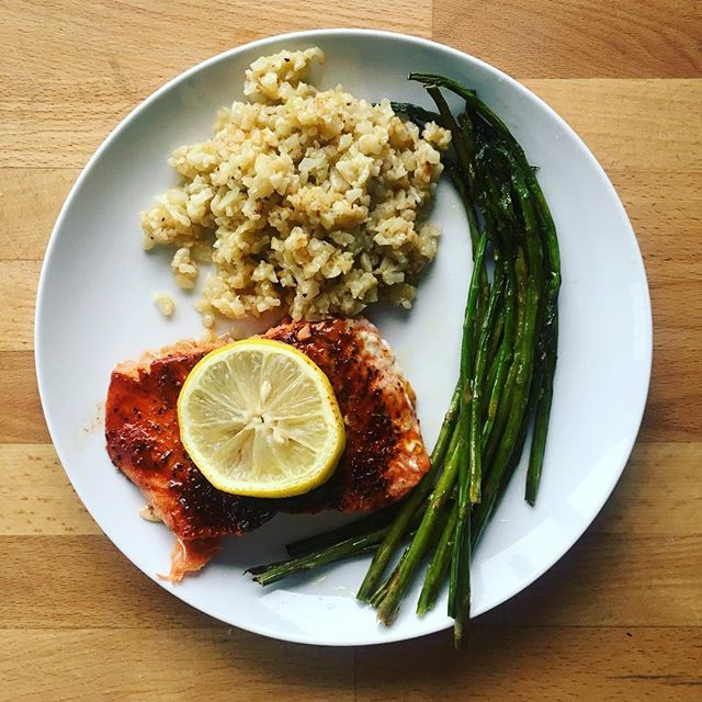 Sockeye salmon with @tomdouglasco salmon rub, olive oil roasted asparagus, and garlic Parmesan cauliflower rice #healthyeating #PNWfood . . . . . . . #dietitiansofinstagram #rdapproved #omega3 #fishisdelish #eatyourveggies #lowcarb #nomnom #thefeedfeed #fitfam #huffposttaste #youknowyourefromseattlewhen #balance