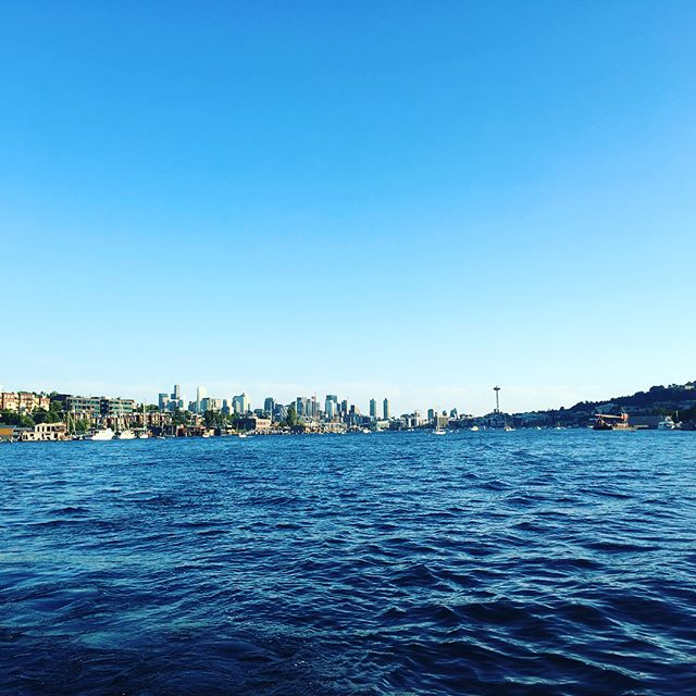 The best way to spend a sunny day in Seattle? On a boat of course! 😎🍹