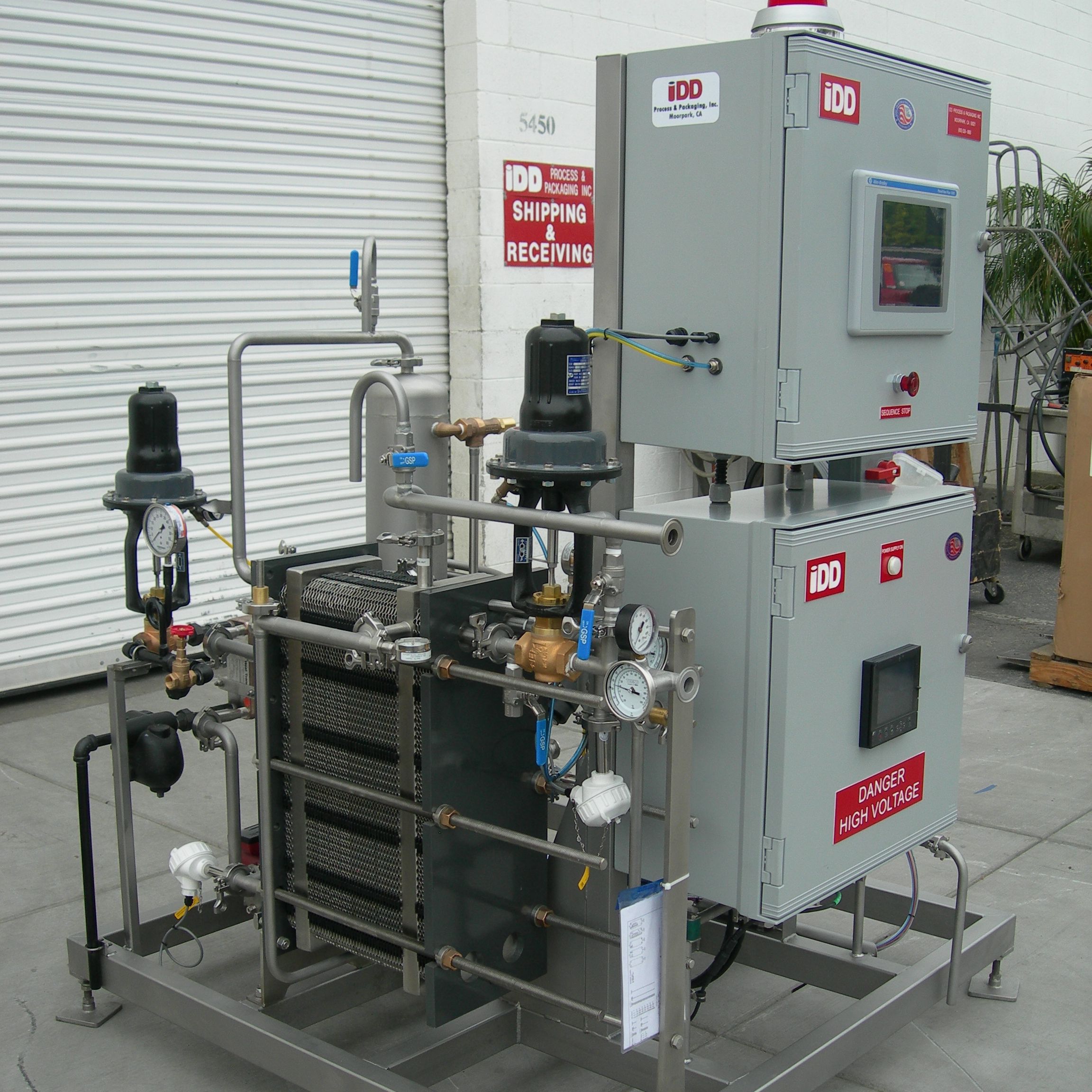 FP1-CB - Up to 15 hL/hrOffering the same capacity as the FP1, the CB model saves initial investment and floor space by not including the product or water tanks. The FP1-CB opens up the benefits of pasteurization to even the smallest beverage producers.