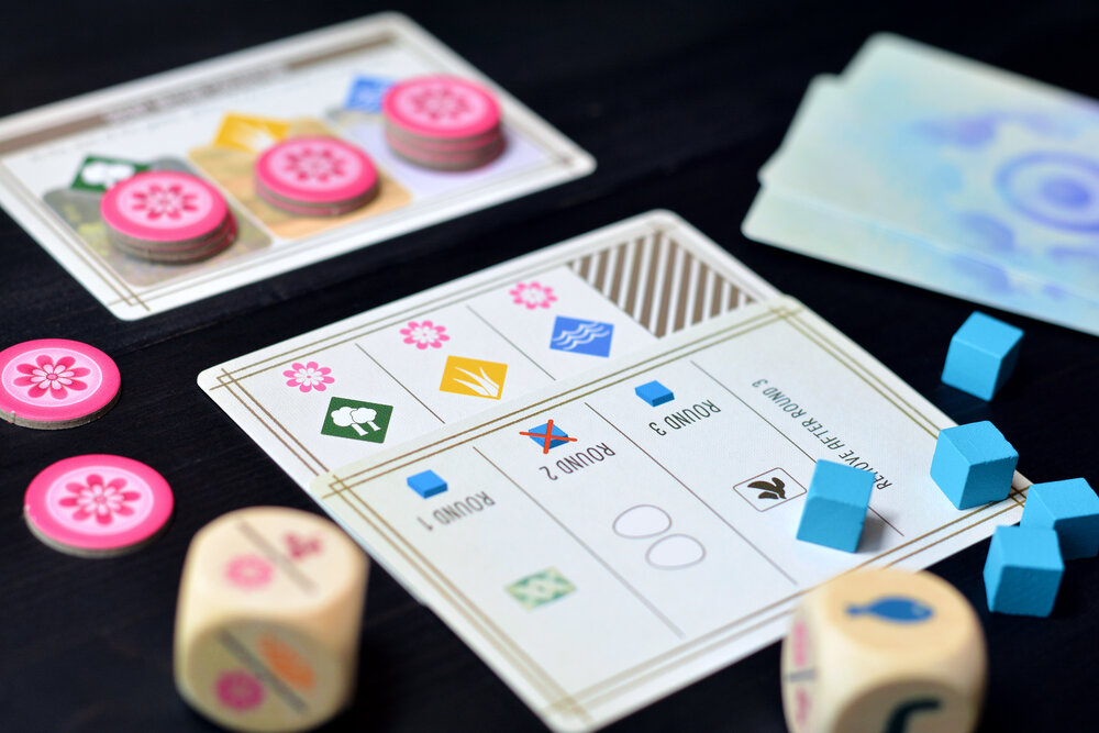 The Automa's collection of nectar tokens is adjusted at the end of each round using the existing solo cards. Photo: Fredrik Schulz