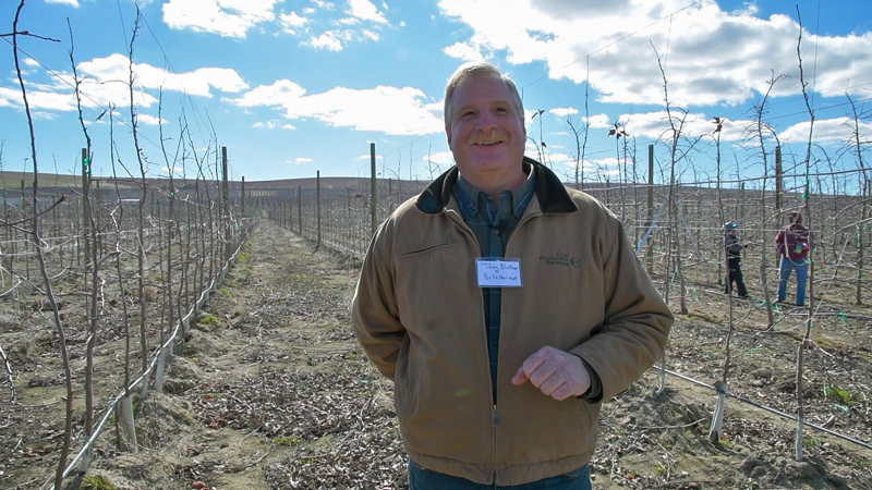 Tony Blattner of Michigan brought a contingent of Michigan Smitten growers to the Smitten Tech day.