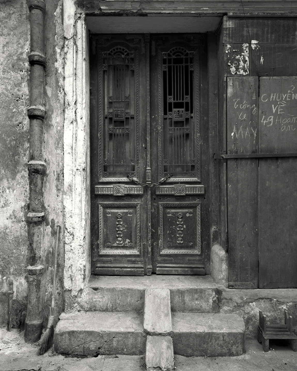 Old-Door,-Hanoi---1998.jpg