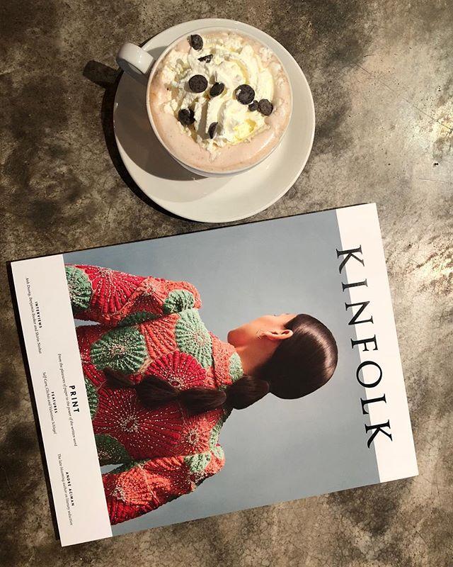 Perfekt dag for kafébesøk og varm sjokolade!! Vi har deilig spilleliste på anlegget og levende lys på bordene.. ❤️velkommen! Konsert i bakgården kl 20 med @madelensrequest og @vaajemusikk, dørene åpner kl 19. #høstihamar #hamarsentrum