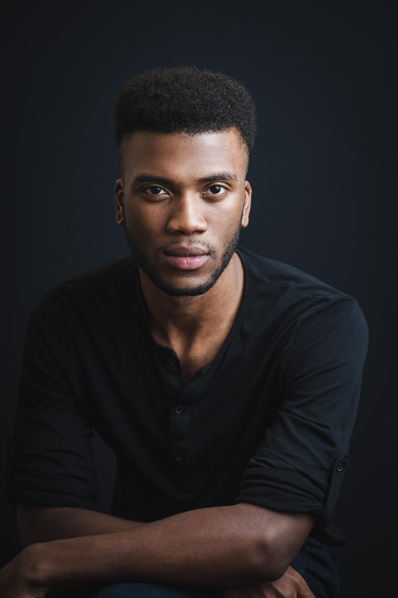 studio-headshot-actor-anton-may-montreal-photographer