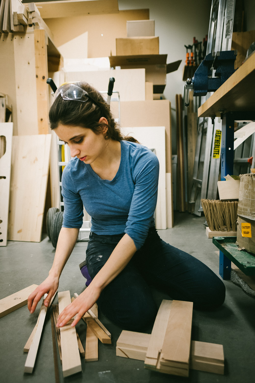 artist-wood-sculptor-in-woodshop