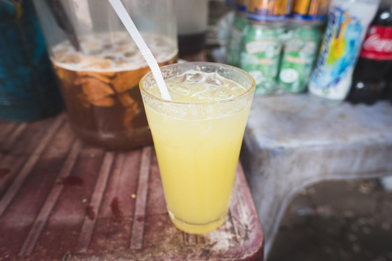 nuoc-mia-sugar-cane-juice-vietnam-street