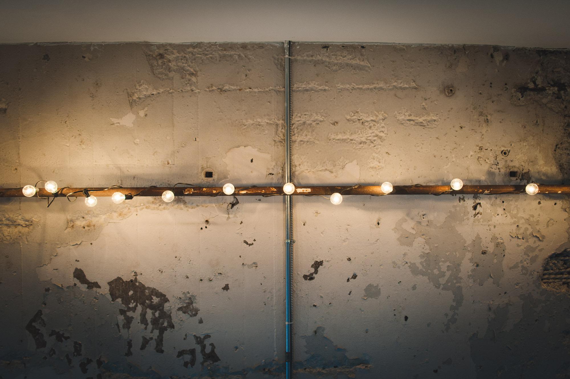ceiling-with-bulbs