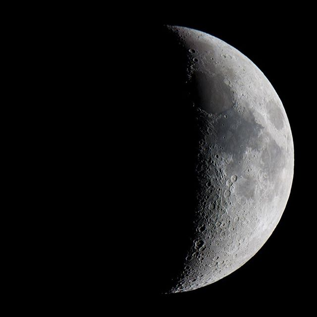 The last quarter moon is the reverse process of the first quarter, making its way back to another new moon. The themes surrounding this moon are release, letting go, and forgiveness. Like the moon gradually decreasing in size, you have to be ready to let go of stuff. You must purge yourself to be able to receive the new intentions you will set again during the next new moon. A great practice during this moon is a cleanse. Look at anything that's no longer serving you and get rid of it 🌙