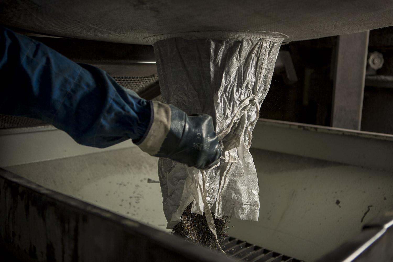 Materia Prima versata nel mulino