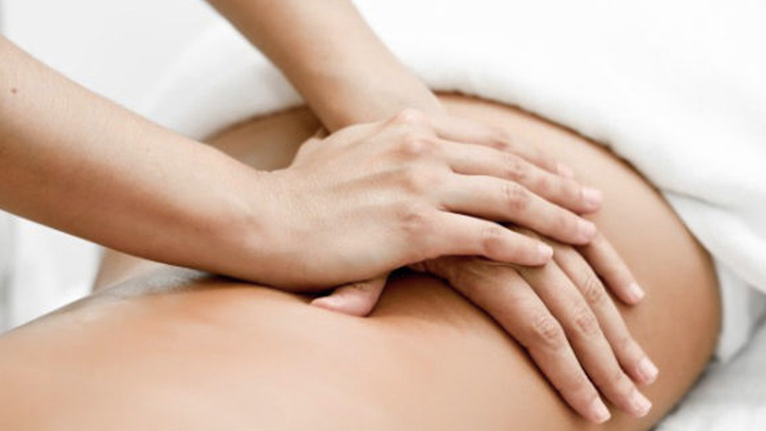 MASSAGES - Alliant l'énergie du reiki et massages ayurvédiques aux huiles essentielles, les séances vous apporteront détente dans le corps et le mental.