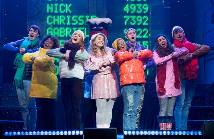 Carrie-Hope-Fletcher-Brenda-Payne-Ensemble-The-Christmasaurus-Live-Eventim-Apollo-c-Alastair-Muir-06651-700x455.jpg
