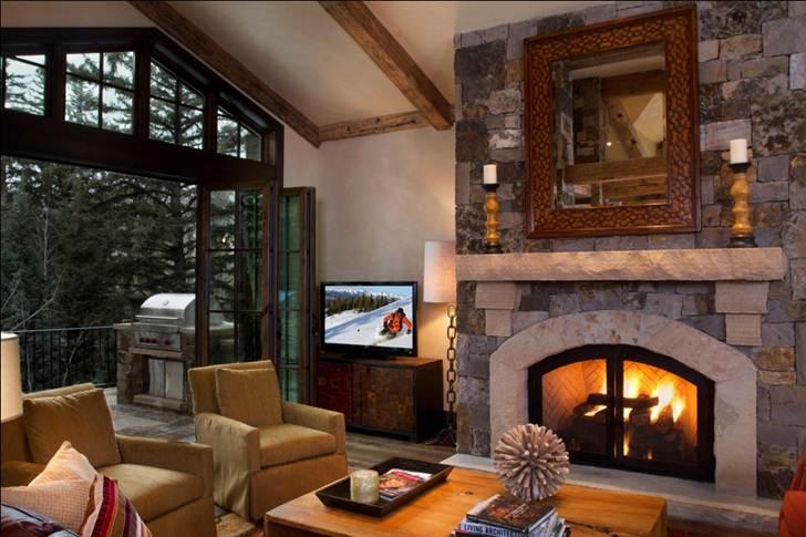 405 Living Room.jpg