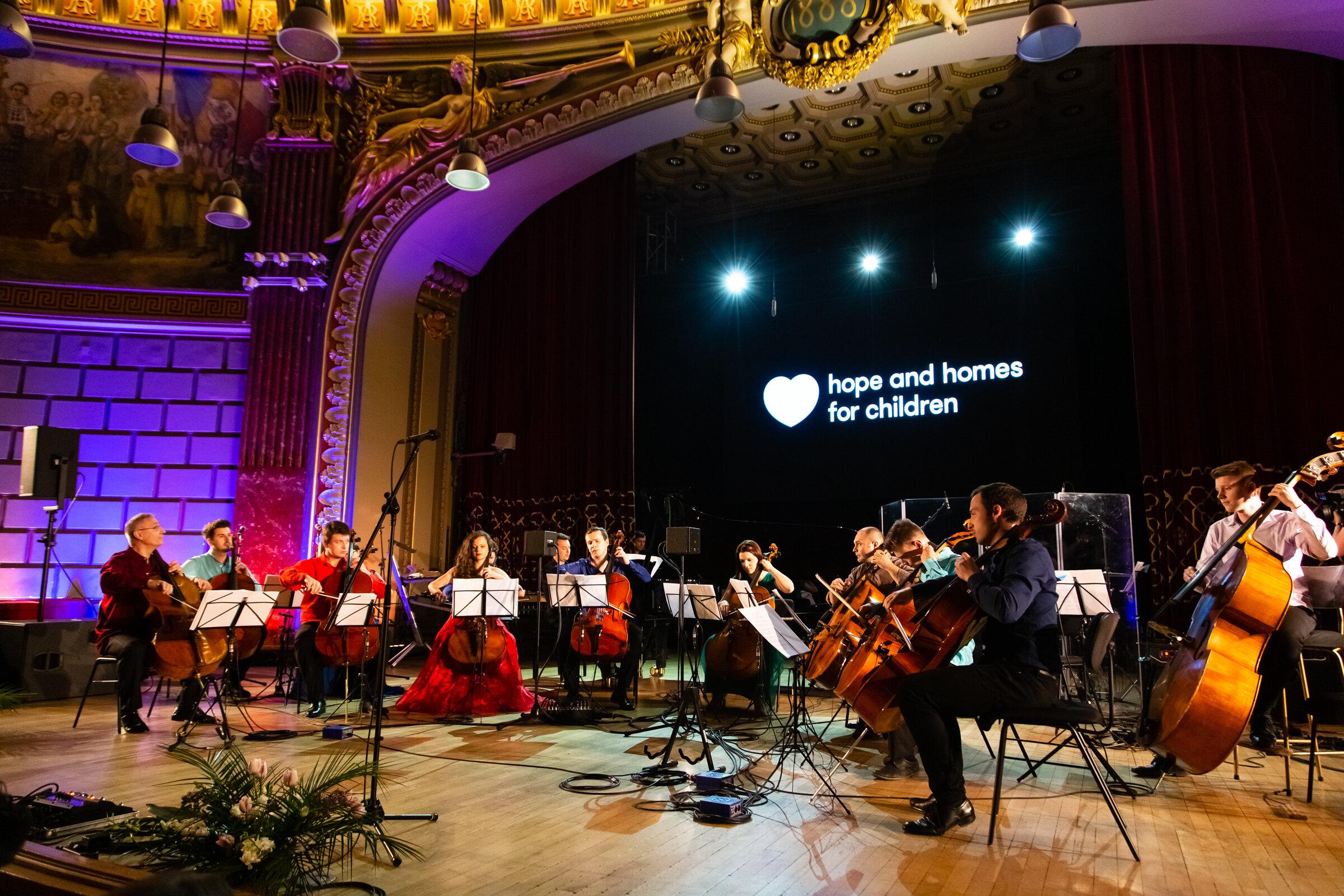 Ansamblul Violoncellissimo_Hope Concert 2019_03_Foto Mihnea Ciulei.jpg