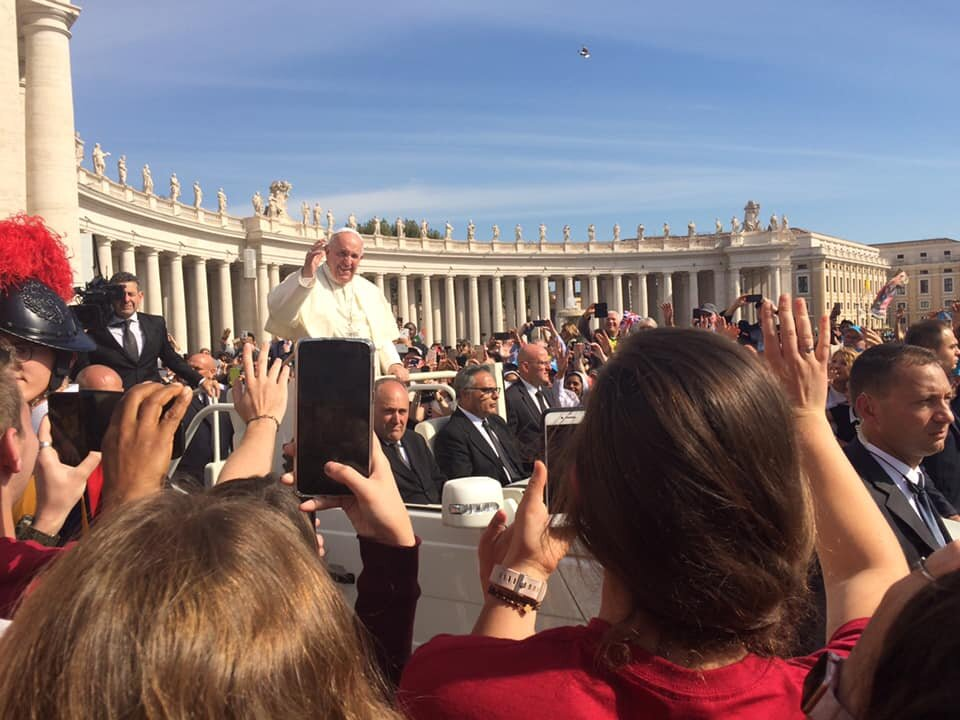 HuskerCatholics wave to Papa Francesco