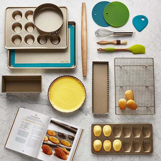From the Anna Olson collection. Such a fun project to work on! . @chefannaolson , shot for @hudsonsbay with AD @rebeccaw1976 styling @hadrienstar photo @stephen_welstead  assistant @runningdive . . . . . . . #cookware #homedecor #homestyle #chef #torontophotographer #home #kitchen #bake #baking #yummy #cooking #productphotography