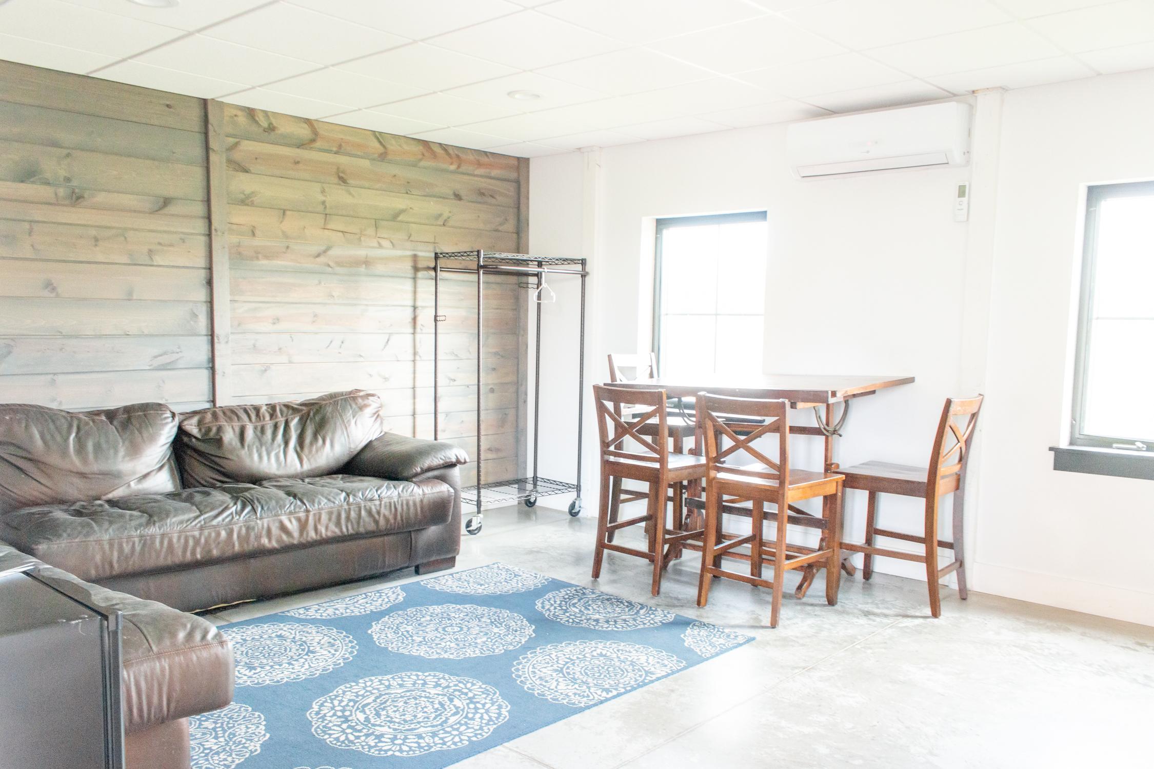 Grooms Lounge web-1.jpg