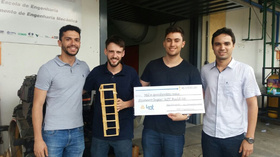 Vinícius e Mattews, vencedores do KOT Build Up 2017.