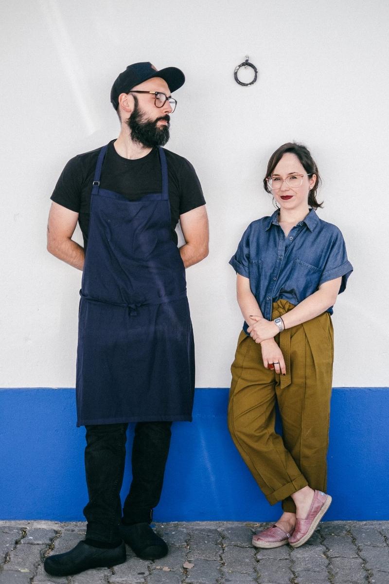 Bruno e Filipa nem sempre estiveram ligados à cozinha. Ele foi psicólogo e ela designer durante vários anos. (foto: © Tiago Pais / Observador)