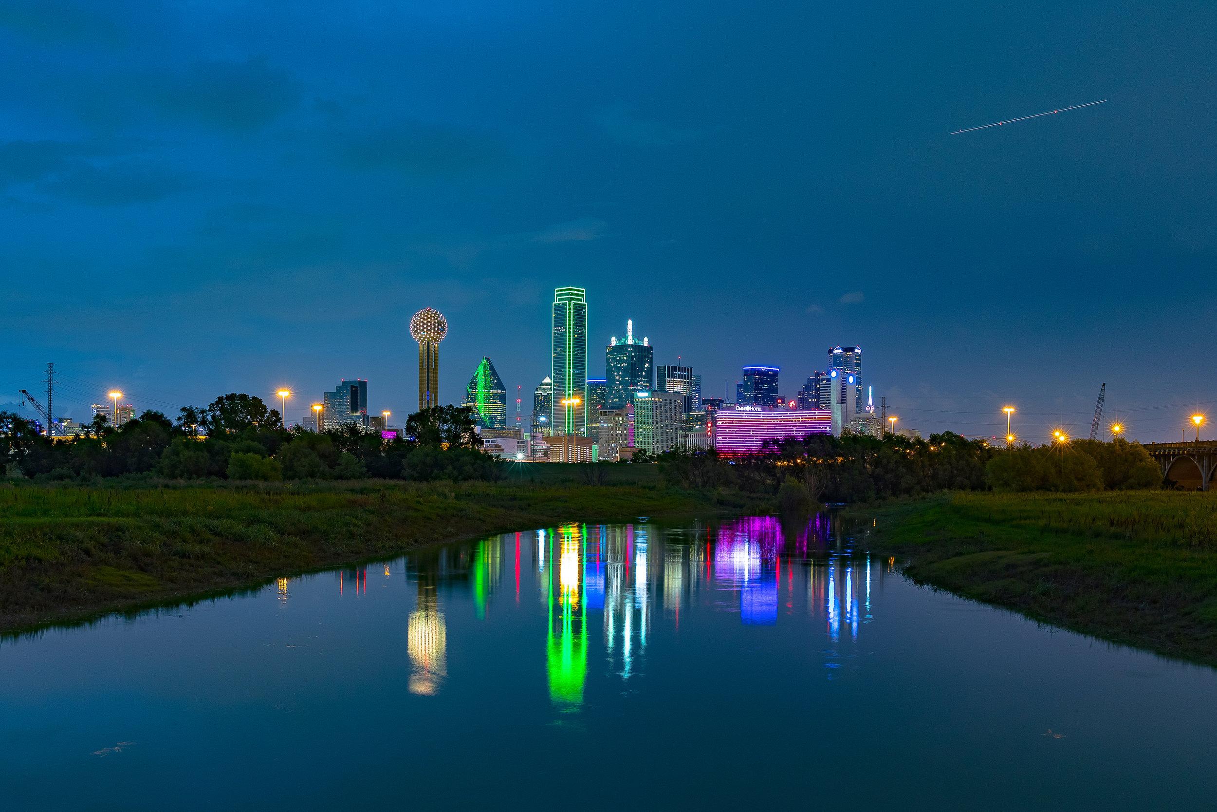 DallasSkyLineNight.jpg