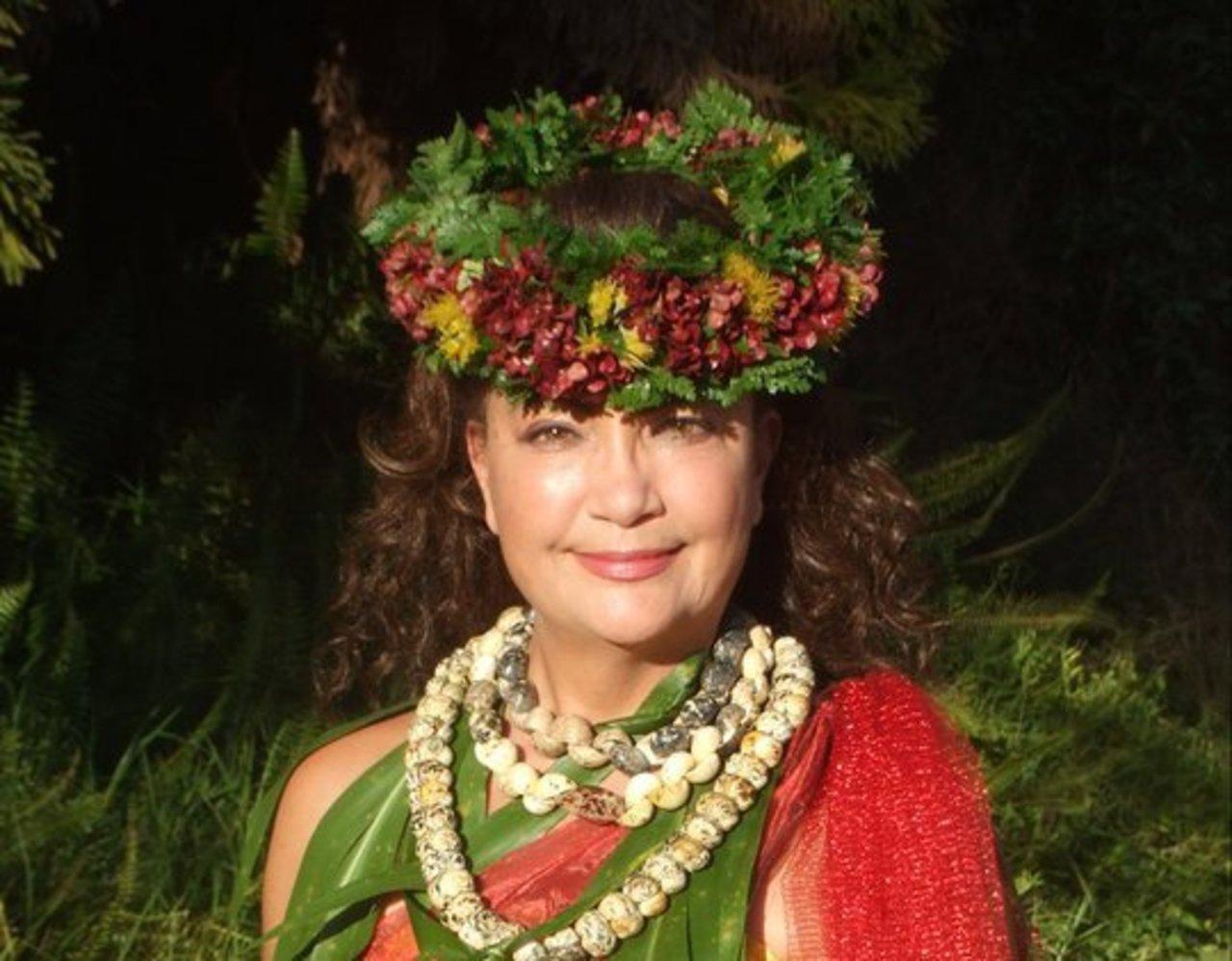 Kumu Hula Ali'i Kahuna Nui Ehulani