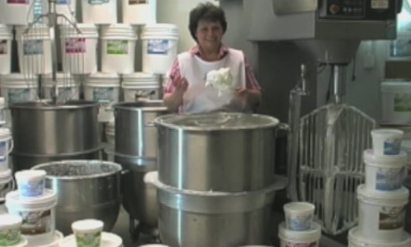 Dixie's Icing in an independent food manufacturer located in America's Heartland, Omaha Nebraska, manufacturing buttercream style cake decorating icings in five varieties.