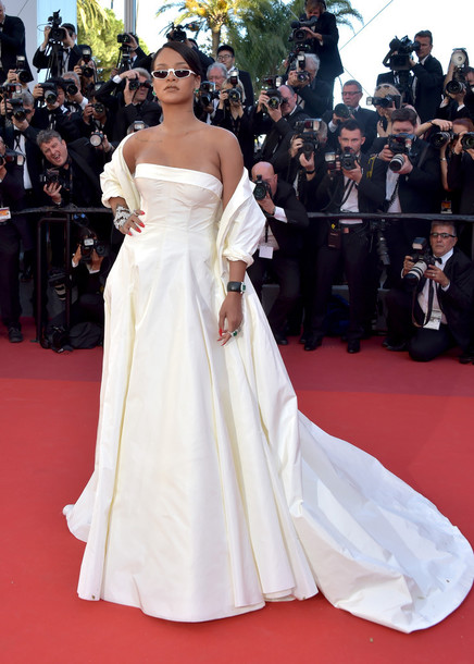 fu9yzv-l-610x610-dress-long+dress-long+prom+dress-red+carpet+dress-strapless-gown-prom+dress-sunglasses-cannes-rihanna.jpg