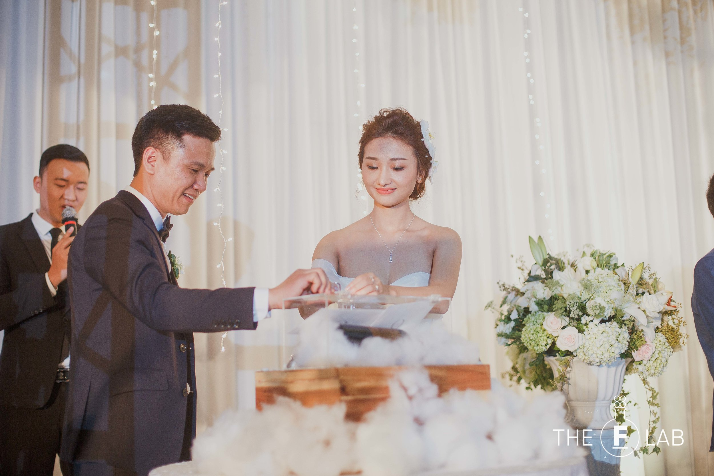 THE WINE BOX CEREMONY - Anh & Duong did not want to do the exchange of ring ceremony since they had already done it in their traditional Vietnamese wedding a week earlier. After researching together, they decided to opt for the wine box ceremony as our suggestion.