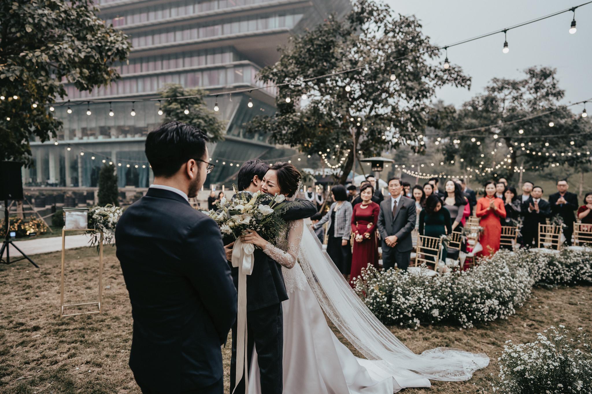 JWMarriott Ha Noi Intimate Wedding of Trang Hi well captured by Hipster Wedding Vietnam Wedding Photographer-35864.jpg