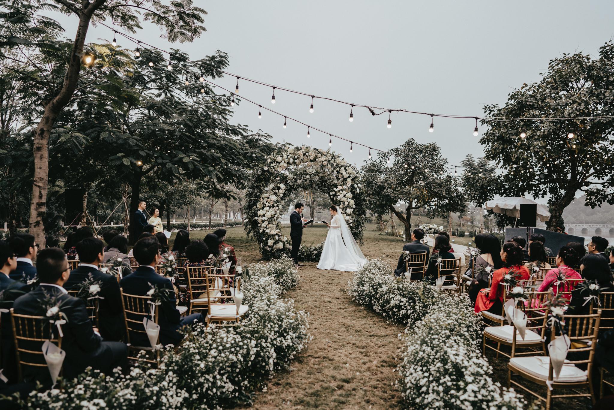 JWMarriott Ha Noi Intimate Wedding of Trang Hi well captured by Hipster Wedding Vietnam Wedding Photographer-35871.jpg
