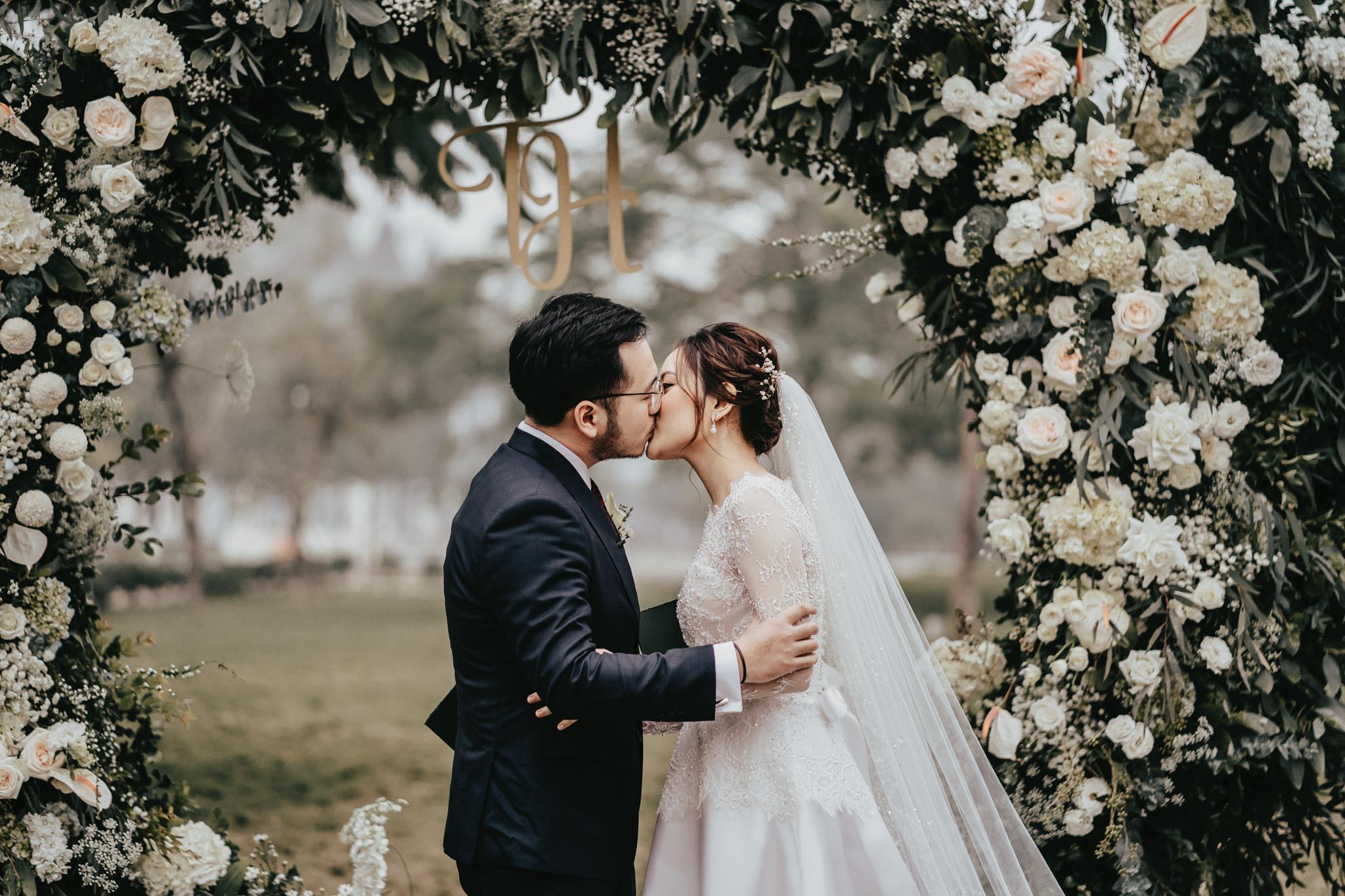 JWMarriott Ha Noi Intimate Wedding of Trang Hi well captured by Hipster Wedding Vietnam Wedding Photographer-97356.jpg