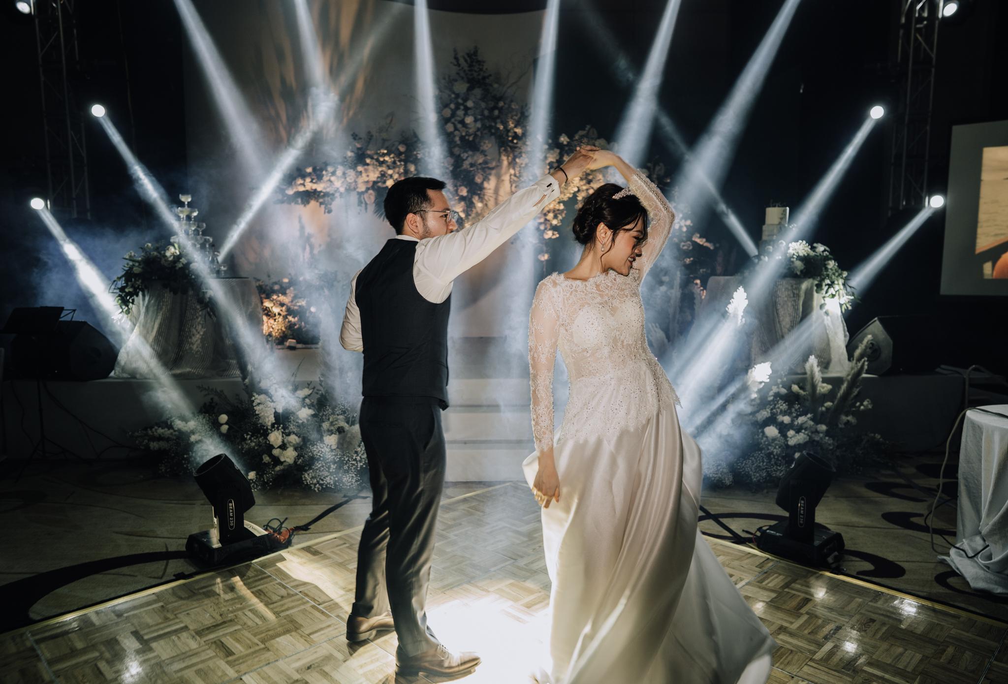 JWMarriott Ha Noi Intimate Wedding of Trang Hi well captured by Hipster Wedding Vietnam Wedding Photographer-36404.jpg