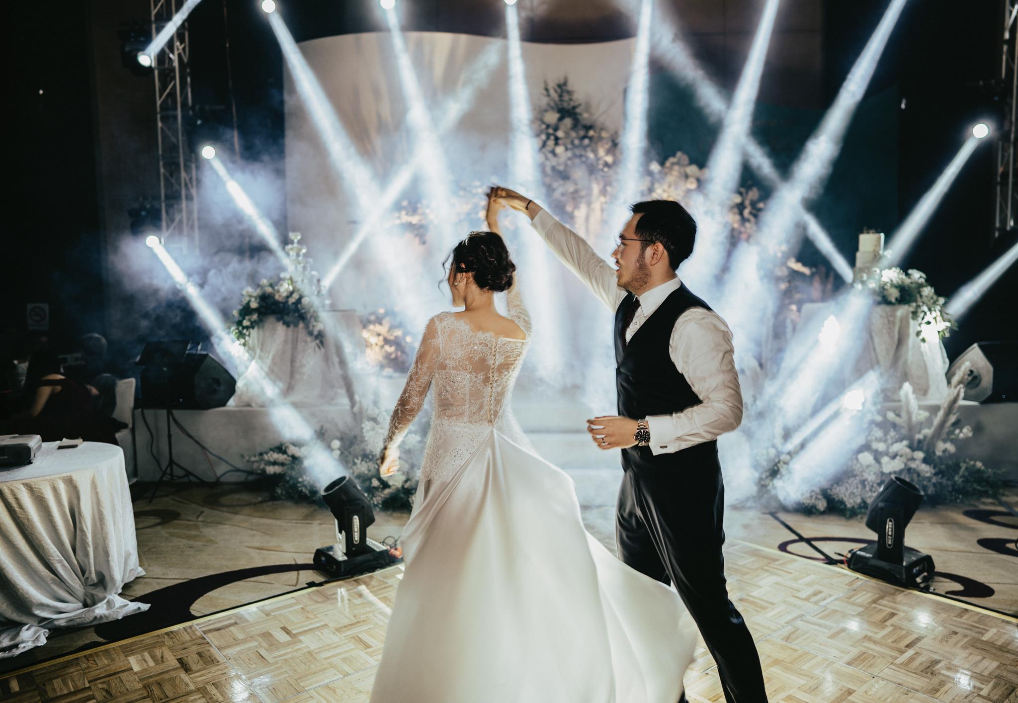JWMarriott Ha Noi Intimate Wedding of Trang Hi well captured by Hipster Wedding Vietnam Wedding Photographer-36325.jpg