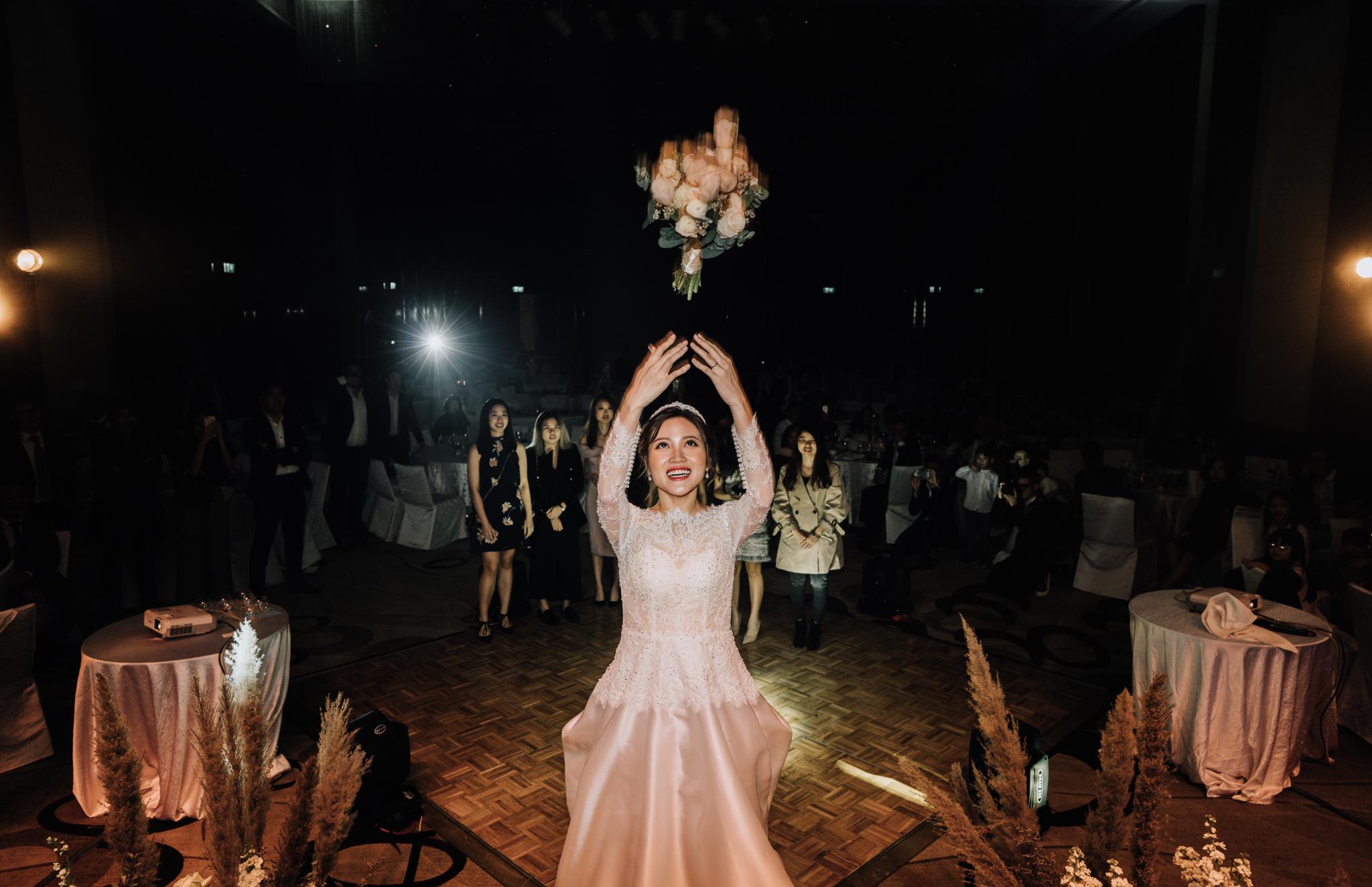 JWMarriott Ha Noi Intimate Wedding of Trang Hi well captured by Hipster Wedding Vietnam Wedding Photographer-36625.jpg
