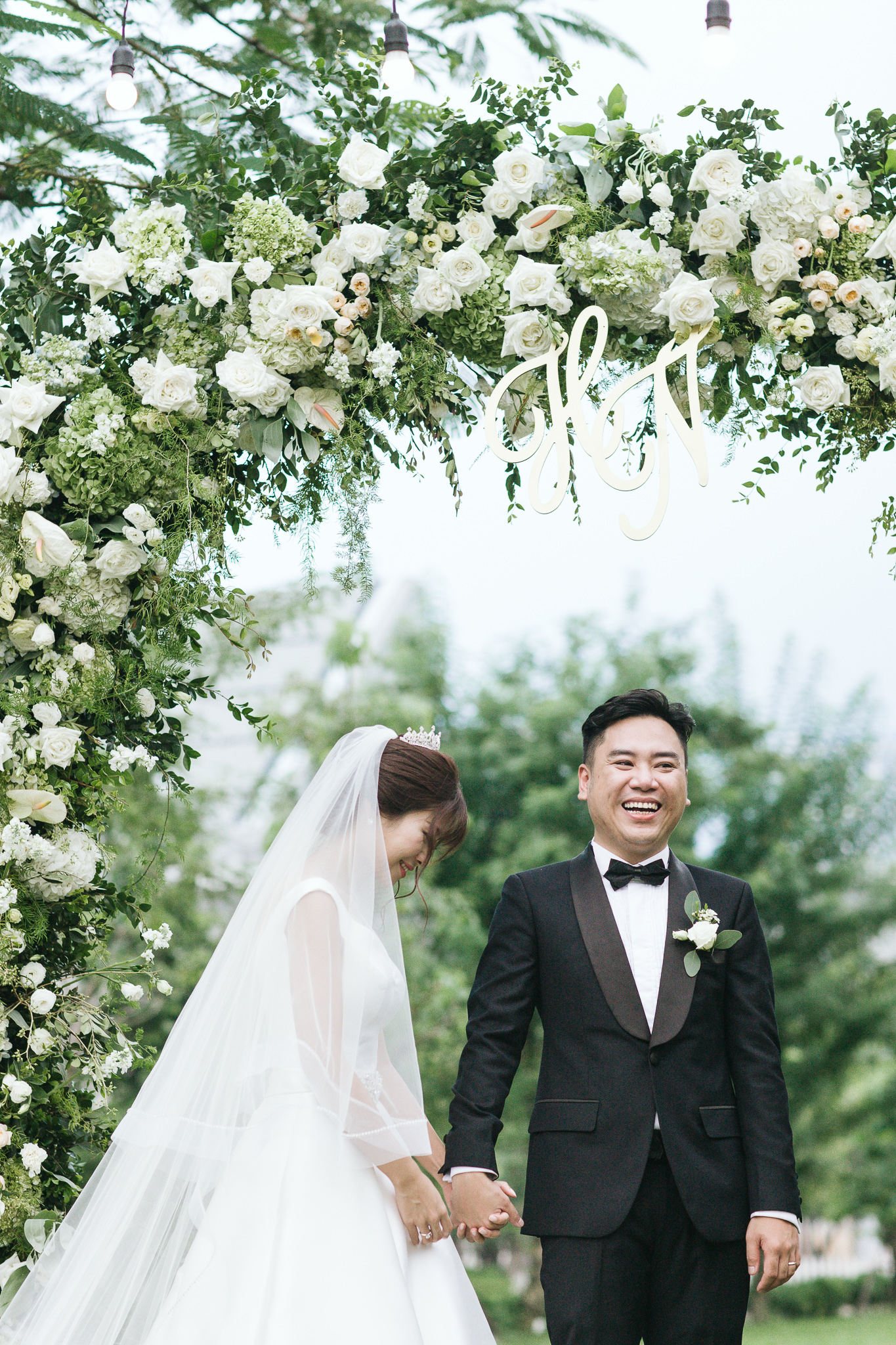 - Clients: Phuong Nam & Thanh HaPlanner: Giang BuiConcept, decoration & coordination: The F LabVenue: JW Marriott HanoiPhoto: Bao PlasmaVideo: Forart Wedding filmMUA: Tu TaWedding dress: Sue Ann BridalGroom Attire: Danva